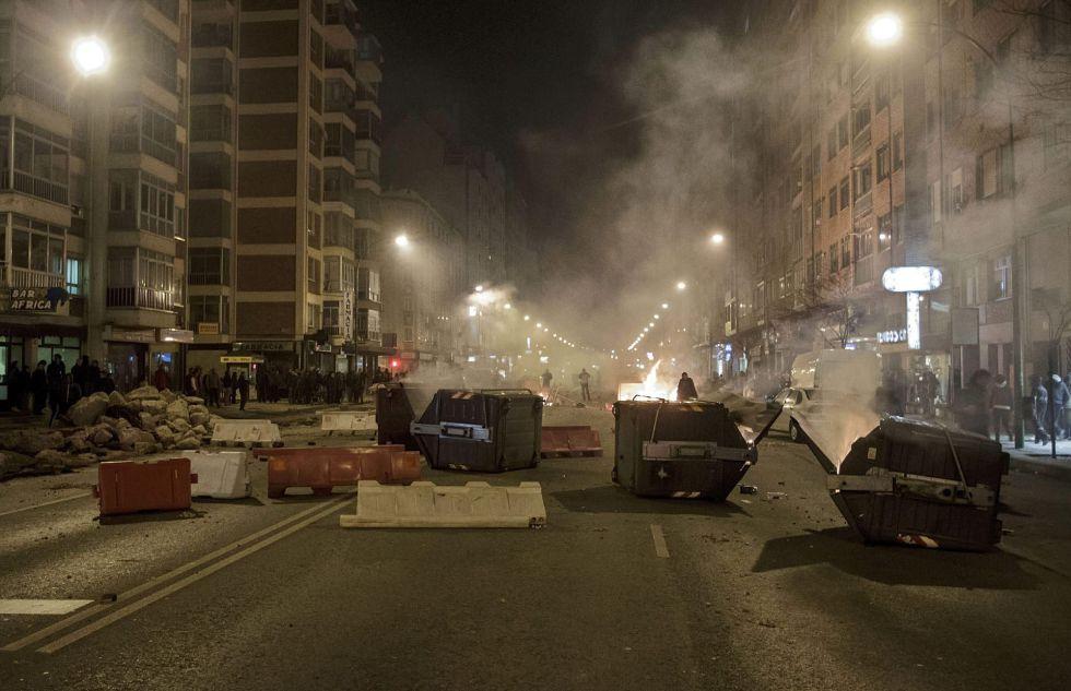 Barricadas_contenedores_Gamonal