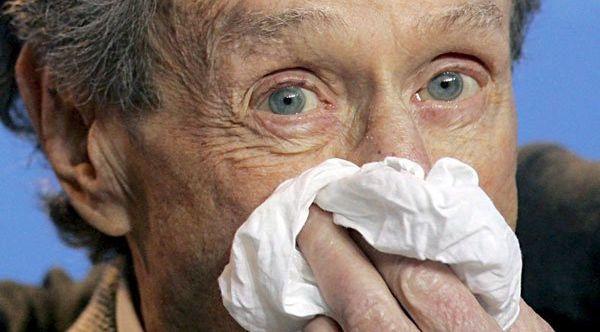 Moqueo y cuerpo destemplado, síntomas comunes de la gripe y los resfriados. / Efe