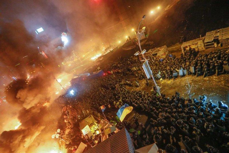 Columnas_antidisturbios_plaza_Independencia_Kiev
