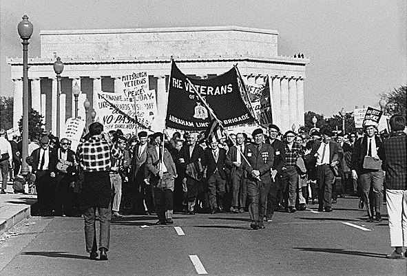 Veteranos de la Brigada Lincoln en una manifestación contra la Guerra de Vietnam durante los años 60. / Wikipedia