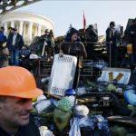 Manifestantes en la barricada en la plaza Maiden, en Kiev
