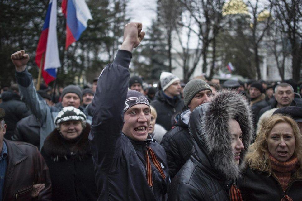 Crimea_manifestantes_prorrusos