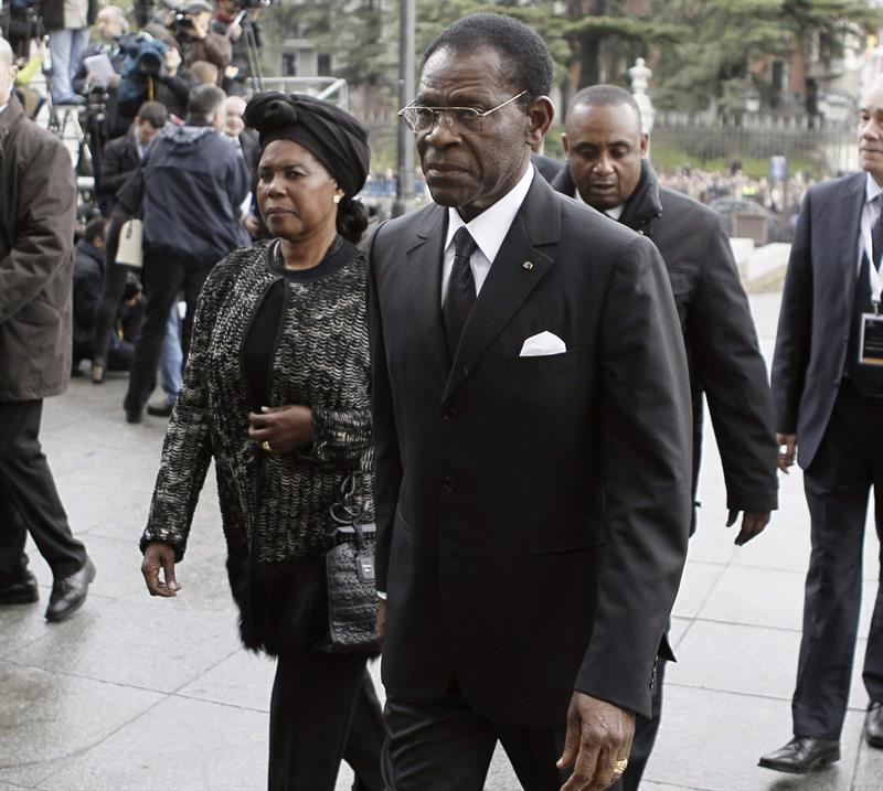 Obiang y su esposa al llegar a La Almudena