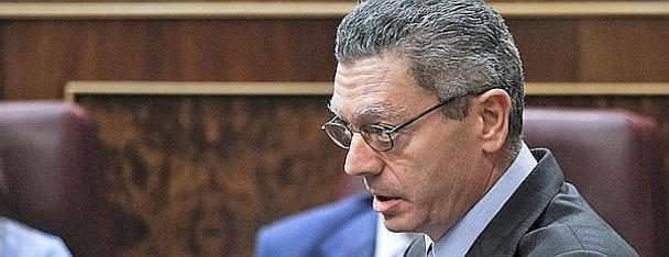 El ministro de Justicia, Alberto Ruiz-Gallardón, en una sesión de control al Gobierno. / Emilio Naranjo /Efe