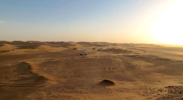 Desierto del Sahara en Argelia a 15 minutos en coche del campamentos de refugiados saharauis de Dajla en Tinduf (Argelia)./ Alejandro Torrús