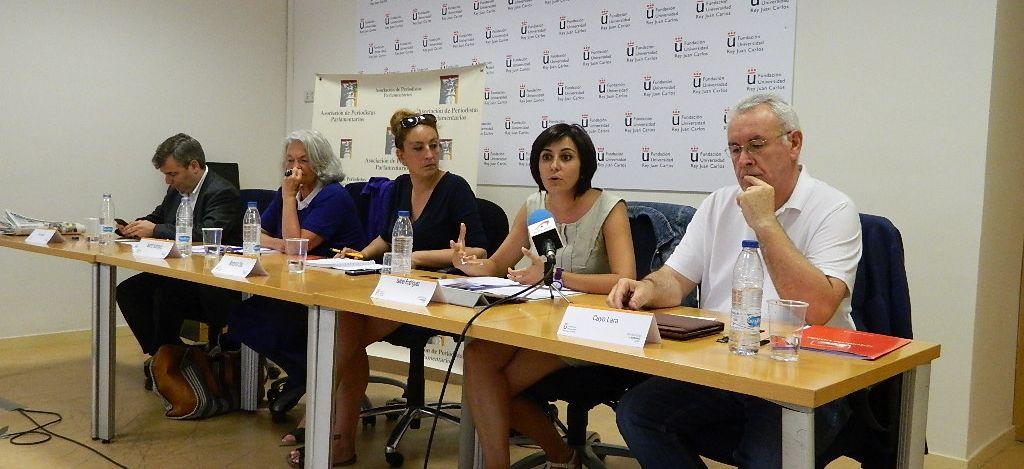 De derecha a izquierda, Cayo Lara (IU), Isabel Rodríguez (PSOE), la periodista Monserrat Oliva, que moderó el coloquio, Beatriz Rodríguez Salmones (PP) y Jordi Xuclá (CiU). / L. Díez