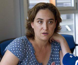 Ada Colau durante una entrevista./ EFE
