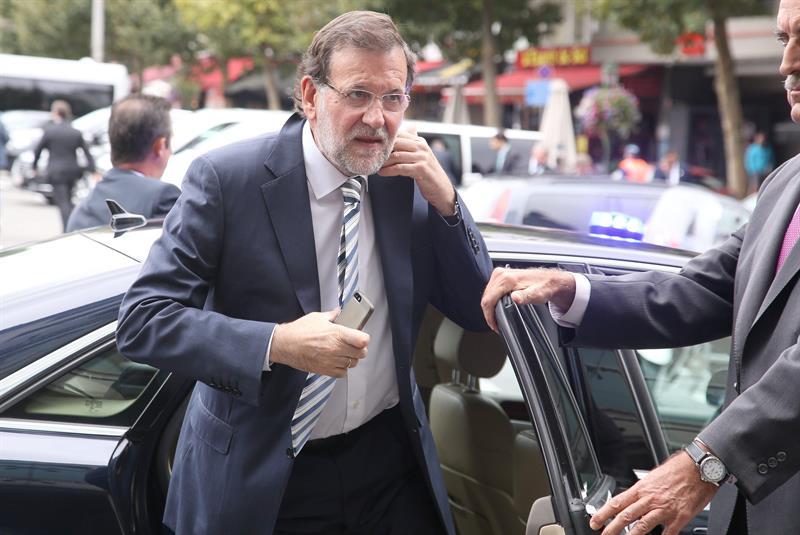 El presidente del Gobierno, Mariano Rajoy, a su llegada, ayer, a la cumbre europea celebrada en Bruselas. / Julien Warnand (Efe)