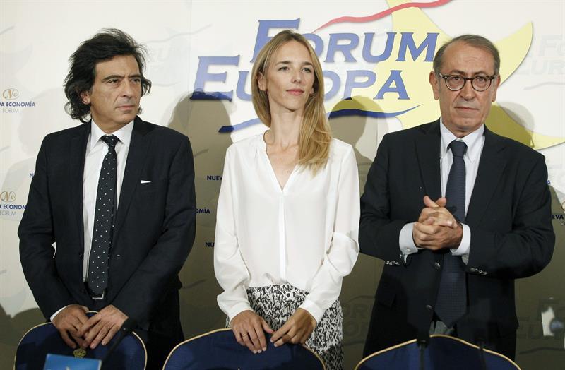 De izquierda a derecha, Arcadi Espada, Cayetana Álvarez de Toledo y Nicolás Redondo Terreros, del  Libres e Iguales, durante un acto informativo en Madrid el pasado jueves. / Zipi (Efe)