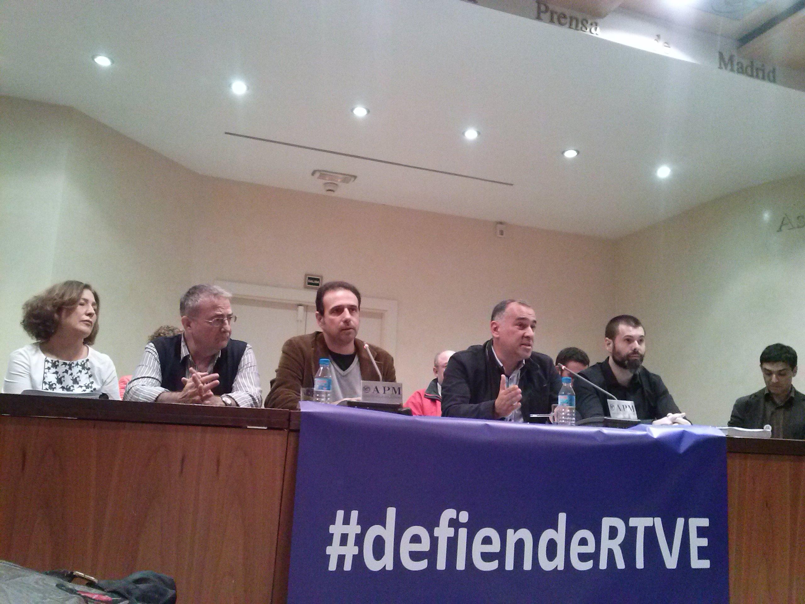 Los miembros de Consejo de Informativos durante la ruda de prensa. En el centro el presidente, Alejandro Caballero (izq.) y el vicepresidente Xavier Fortes (dcha.)/ S.Padrón