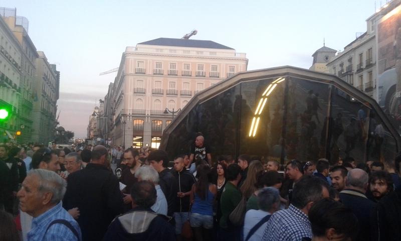 Manifestantes_Sol_Rodea_el_Congreso