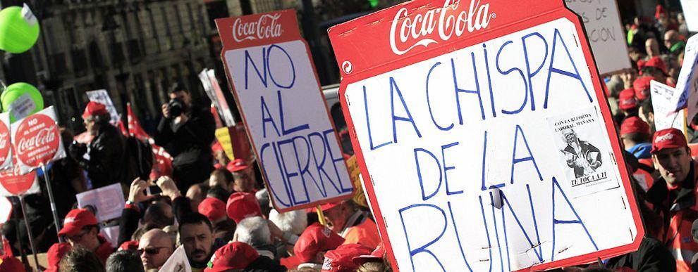 Imagen de una de las protestas de los trabajadores de CocaCola. / Efe