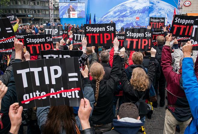 Imagen de las protestas contra la negocación del TTIP durante la campaña de las pasadas elecciones europeas. / Efe