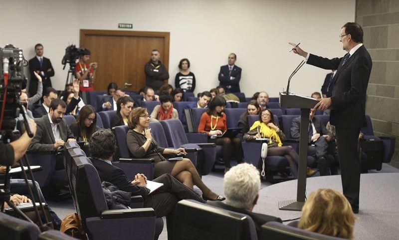 Mariano Rajoy, esta mañana, durante la rueda de prensa convocada en Moncloa para valorar el 9N y sus consecuencias. / Paco Campos (Efe)