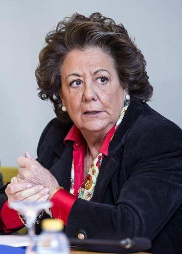 La alcaldesa de Valencia, Rita Barberá, en una rueda de prensa el pasado martes. / Manuel Bruque (Efe)