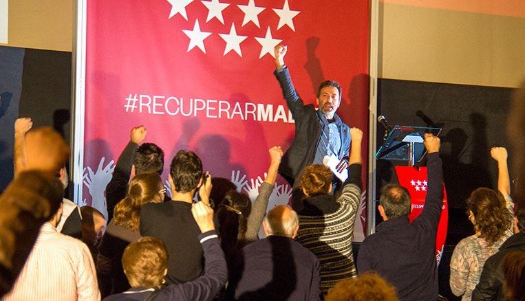 El candidato de IU a la alcaldía de Madrid, Mauricio Valiente, en un momento de su intervención. / Mariano Neyra