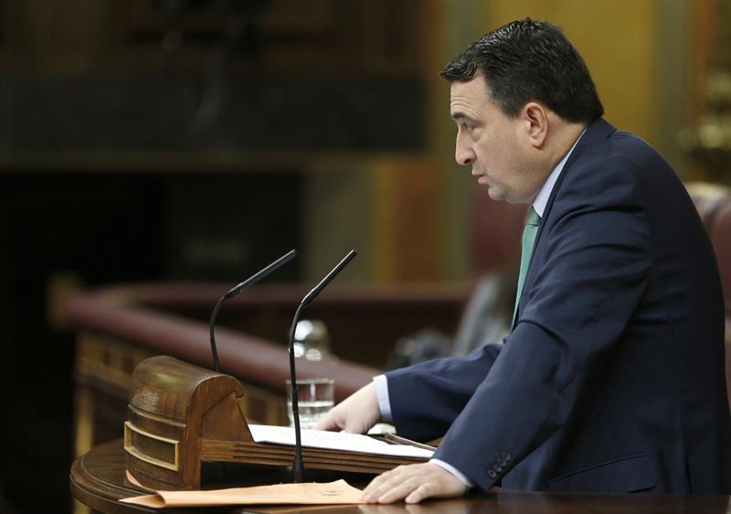 El portavoz del PNV, Aitor Esteban, abriendo,este martes, la segunda jornada del debate sobre el estado de la nación. / Chema Moya (Efe)