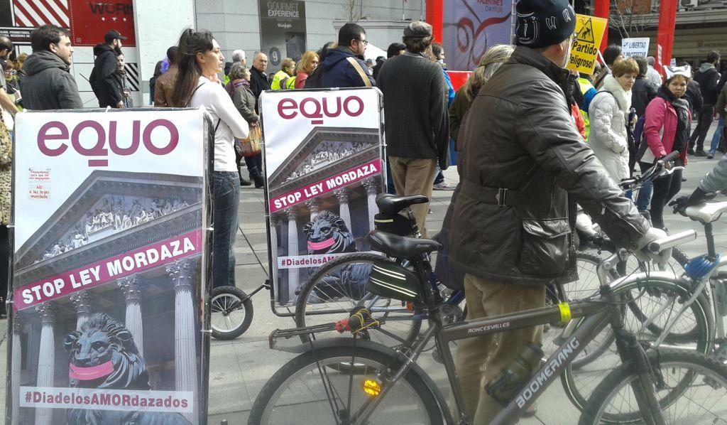 Miembros de Equo han participado en la concentración contra la 'ley mordaza' en Madrid. / C. P.