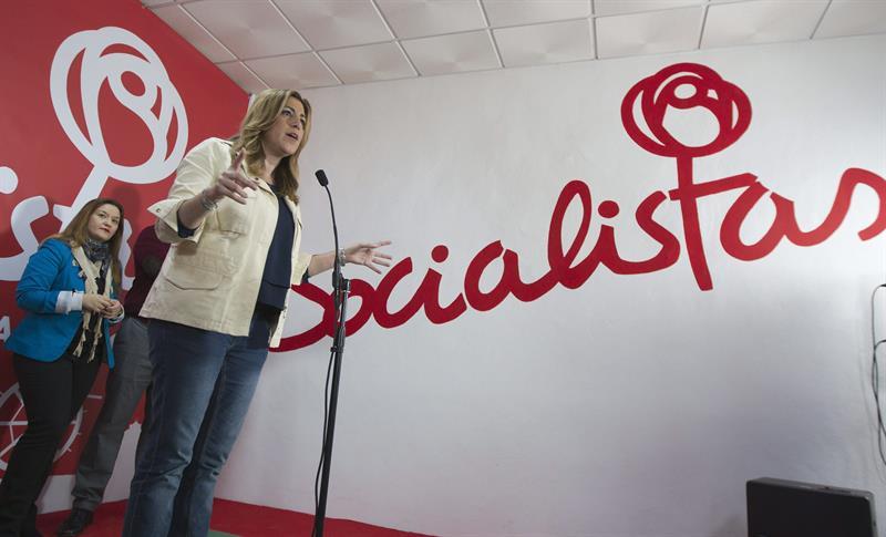 Susana Díez, este jueves, durante la inaugurción de la sede del PSOE en el municipio sevillano de Badolatosa. / José Manuel Vidal (Efe)