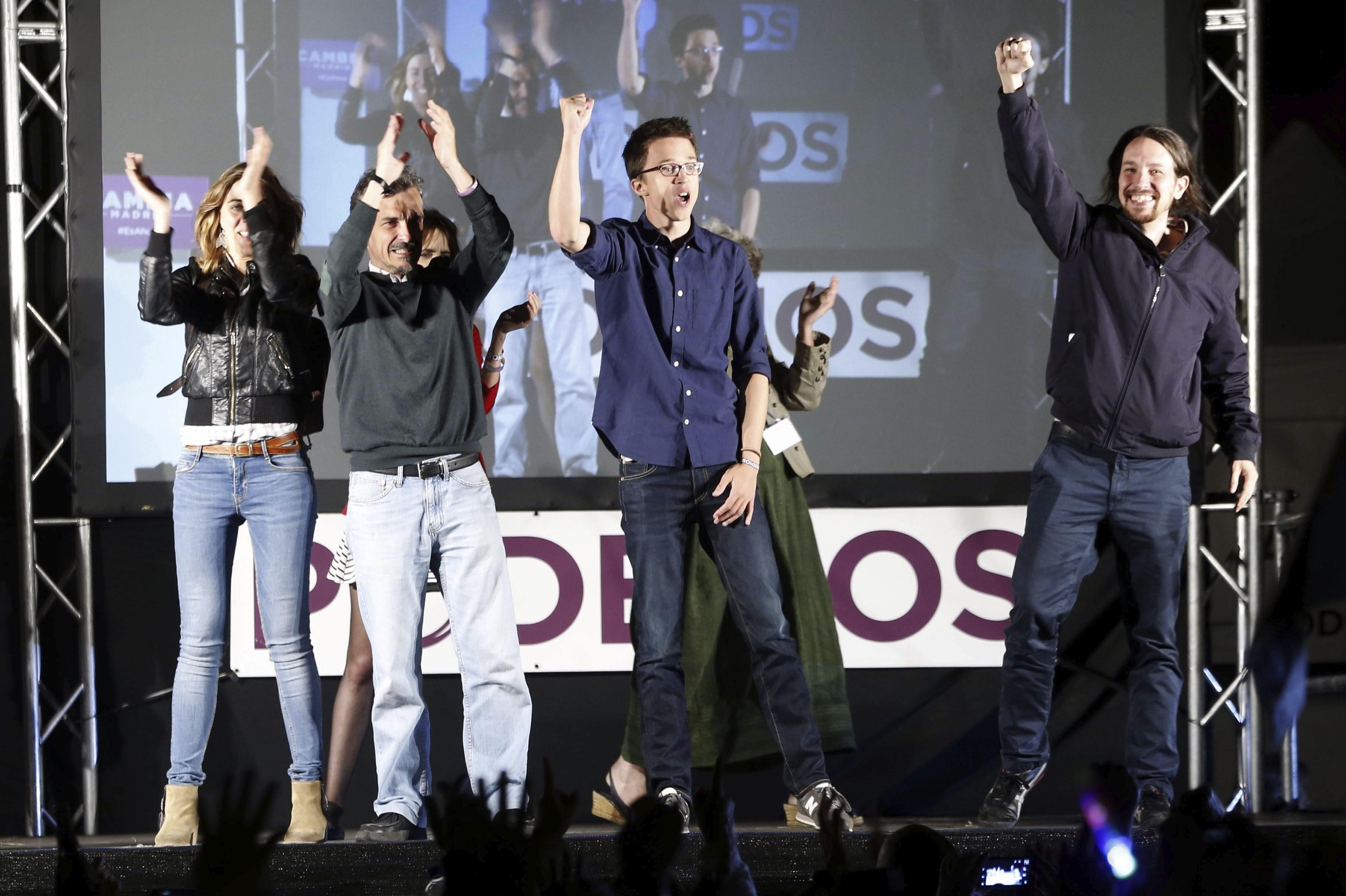 Dirigentes_Podemos_festejan_victoria_Carmena_Efe