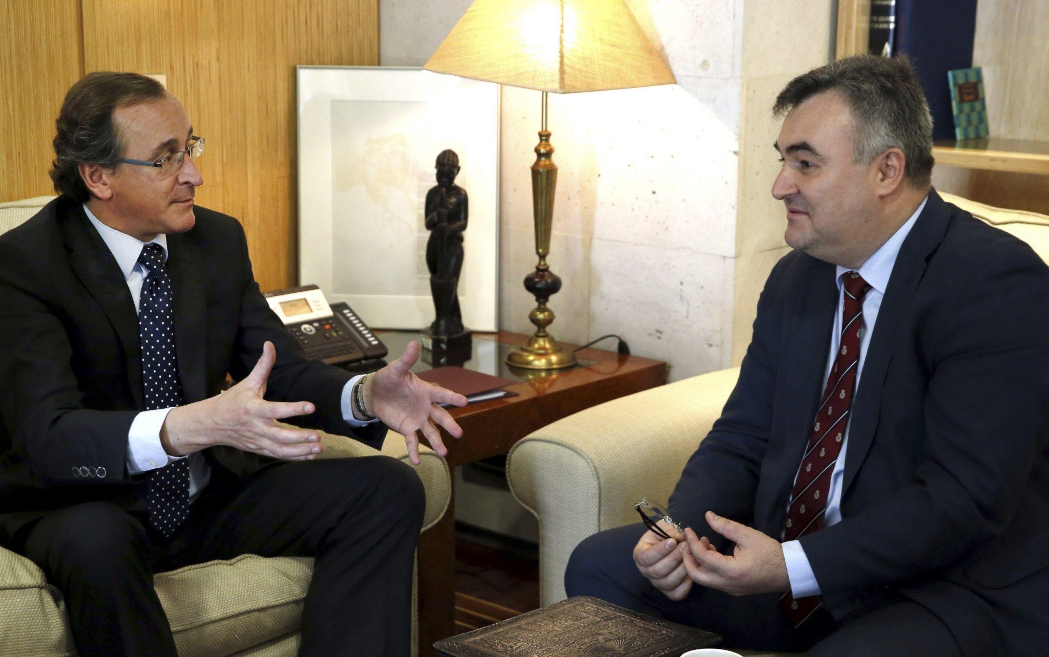 Alonzo se reúne con ministro consejero de la embajada rusa.