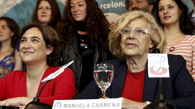 Ada Colau y Manuela Carmena durante un acto público celebrado en Madrid durante la campaña de las pasadas elecciones municipales. / Efe