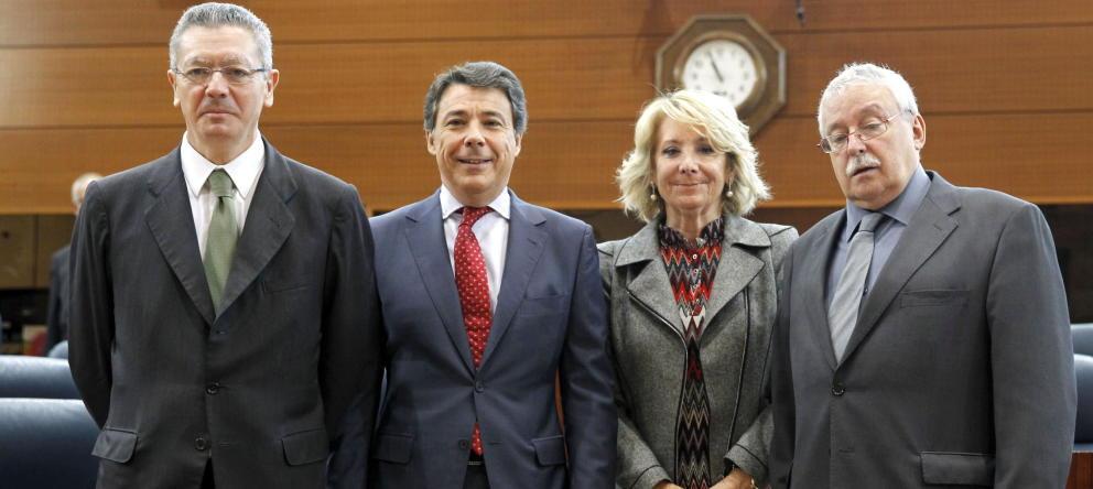 Los expresidentes madrileños Alberto Ruiz-Gallardón, Ignació González y Joaquín Leguina, que forman parte del Consejo Consutlivo de la Comunicad de Madrid, en una imagen de archivo junto a la también expresidenta Esperanza Aguirre, que renunció en su momento a esta posibilidad. / Efe