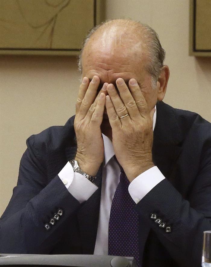 Jorge Fernández Díaz, durante otro momento de su comparecencia en el Congreso. / Fernando Alvarado (Efe)