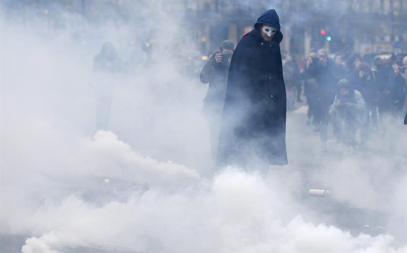gases_lacrimógenos_enmascarado