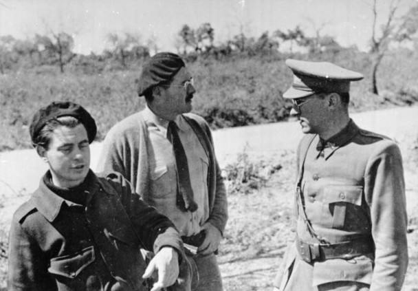 Joris Ivens (left) and Ernest Hemingway (middle) with Ludwig Renn in the Spanish Civil War 1936/37