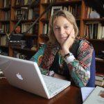 La escritora y académica Soledad Puértolas, en su estudio/ fez.cervantes.es