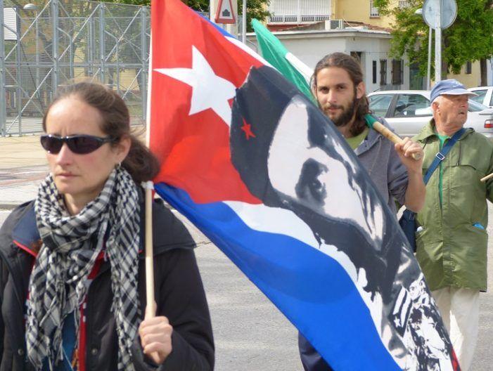 Simpatizantes del SAT recorren la novena etapa de la marcha, ayer jueves, de Getafe al barrio de Orcasitas. / S.D.