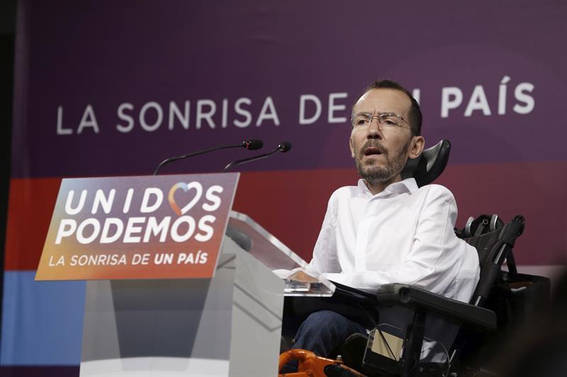 El secretario de Organización de Podemos, Pablo Echenique, durante su comparecencia tras la reunión el pasado lunes, del Consejo de Coordinación de Podemos para analizar los resultados electorales. J. J. Guillén (Efe)