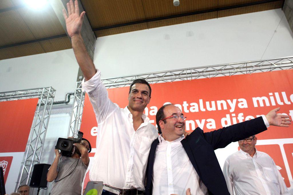 Pedro Sánchez e Iceta en septiembre de 2015, durante la pasada campaña electoral catalana. / Jaume Sellart (Efe)