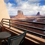 La vista desde la habitación del hotel The View en Monument Valley en Utah ofrece un espectáculo inigualable de sus monumentales rocas rojizas de arenista, hogar de los indios Navajos.