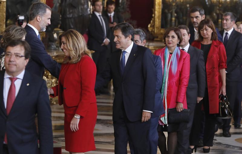 Javier Fernández saluda al rey.