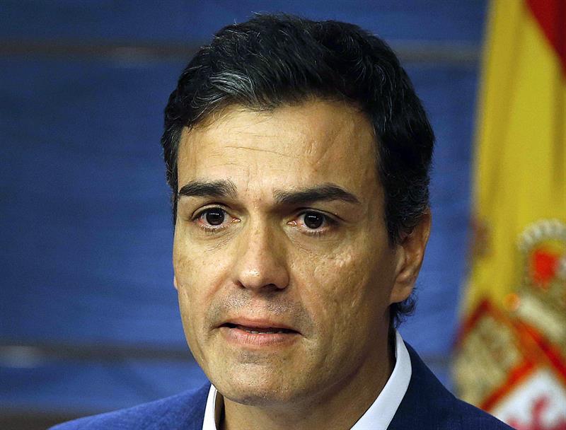 Sánchez renuncia al escaño y prepara las primarias.