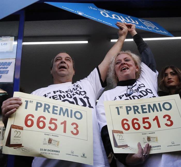 Los propietarios de la administración situada en el Paseo de la Esperanza, número 4, en Madrid, celebran la venta íntegra del número 66.513, agraciado con el Gordo