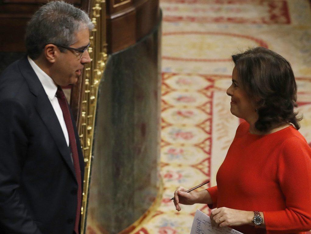 Soraya-Saenz-de-Santamaria-y-Francesc-Homs-en-el-Congreso