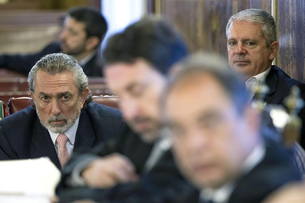 Francisco Correa y Pablo Crespo, en el banquillo de los acusados, en el segundo día del juicio por la 'Gürtel' valenciana