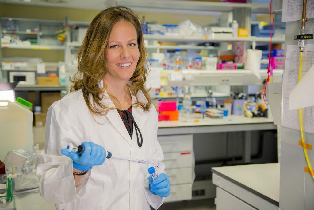 Científicas españolas: Marta Navarrete, química, doctora en Neurociencia y ganadora, en 2015, del Premio Olympus para Jóvenes Investigadores.