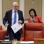José Manuel de la Maza se dispone a tomar asiento como compareciente en la Comisión de Justicia del Congreso, bajo la mirada de Margarita Robles. / Juan Carlos Hidalgo (Efe)