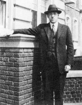 Howard Phillips Lovecraft en Brooklyn, donde vivió sus últimos años.