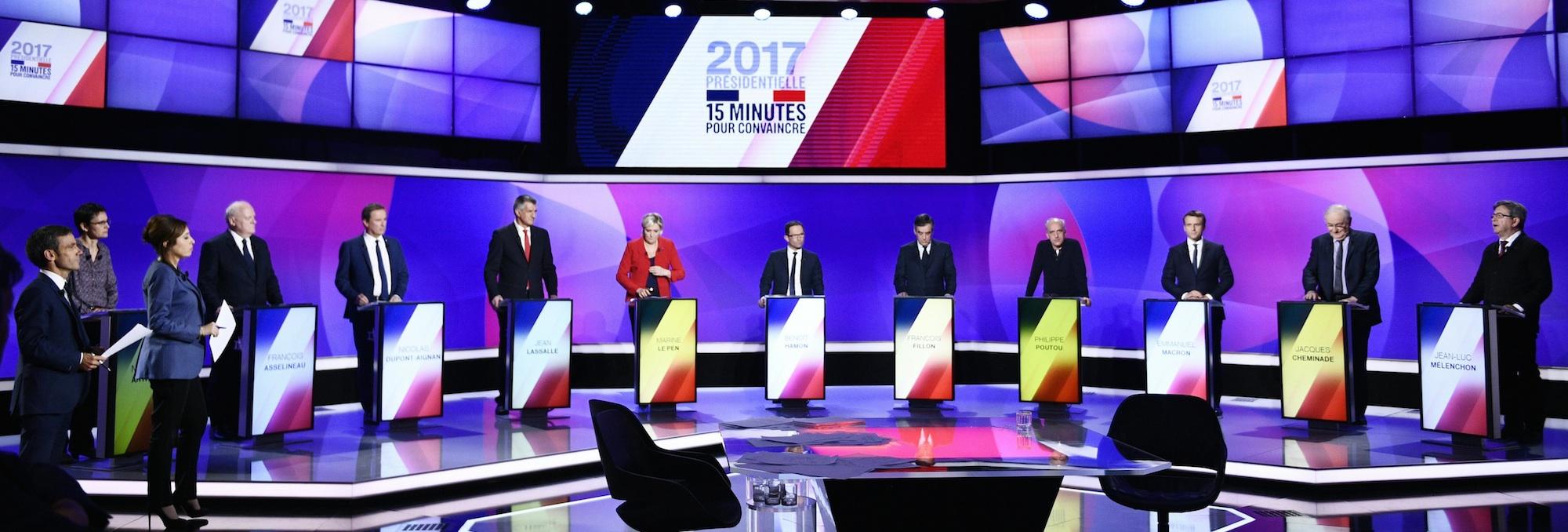 Mélenchon, primero por la derecha, durante su intervención en el programa '15 minutos para convencer' que reunió ayer a los 11 candidatos a las presidenciales francesas