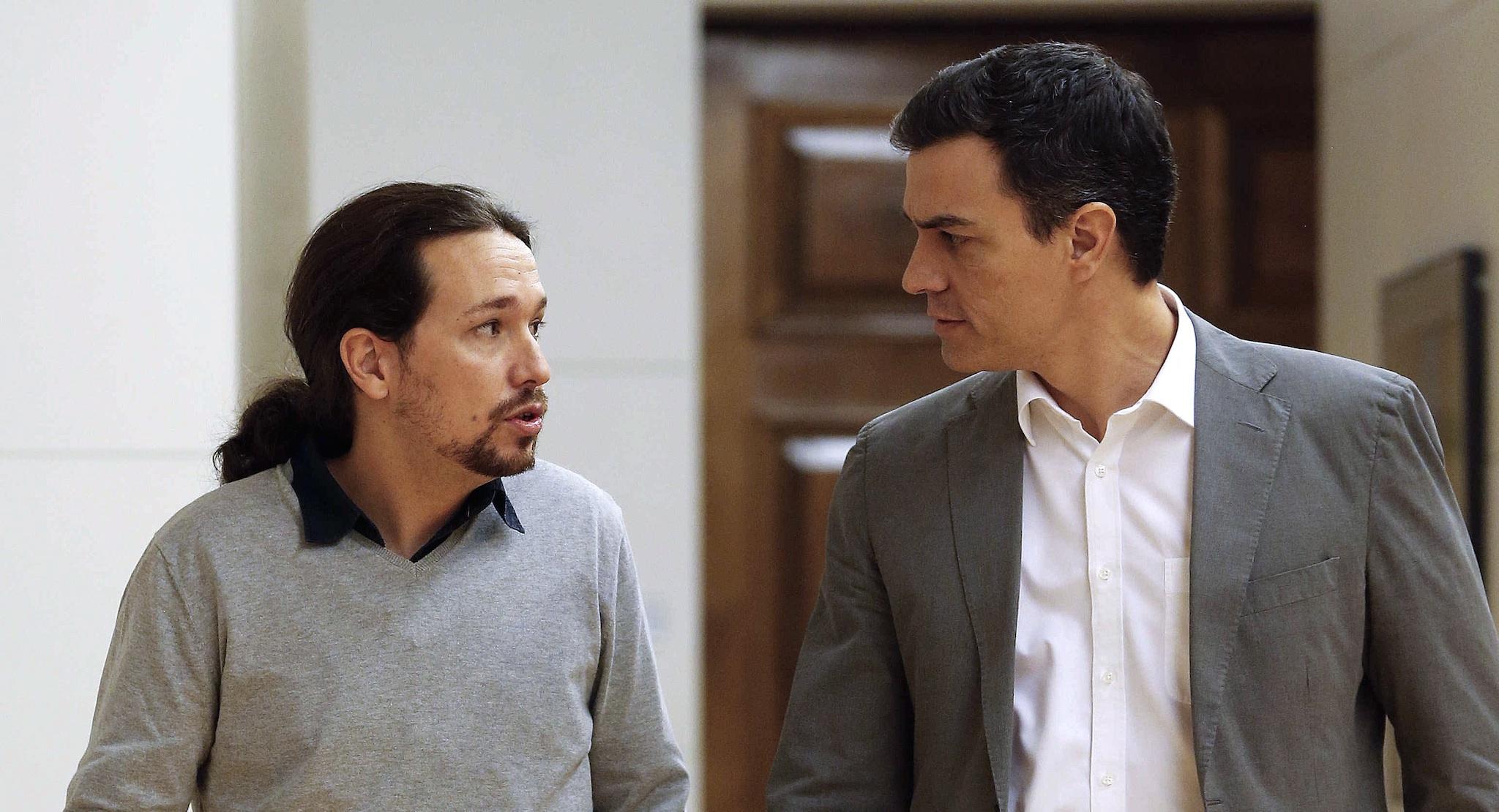 Pablo Iglesias y Pedro Sánchez, tras la reunión que mantuvieron el 5 de febrero del año pasado en el Congreso.