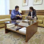 Pedro Sánchez, secretario general del PSOE y Pablo Iglesias, el líder de Podemos, durante el encuentro que cara a cara que han mantenido hoy,martes 27 de junio de 2017, en el Congreso.