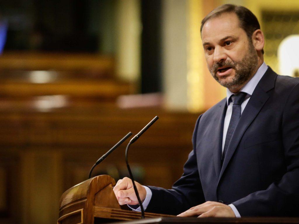 El portavoz del Grupo Socialista en el Congreso, José Luis Ábalos, en su intervención en el debate de la moción.