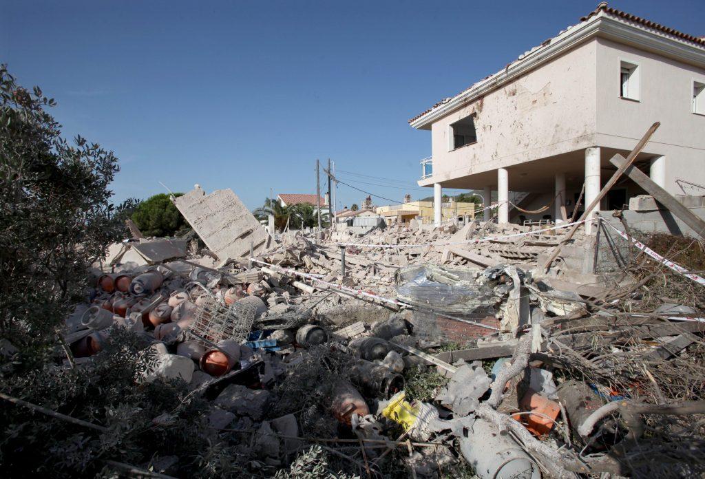 Aspecto que ofrecía la vivienda, previsiblemente utilizada por los terroristas que llevaron a cabo los atentados de Barcelona y Cambrils, tras la explosión.