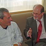 El escrito estadounidense conversa con su colega indio Salman Rushdie