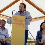 Xavier Domènech, Pablo Iglesias y Ada Colau durante el acto organizado en Santa Coloma de Gramenet el 11 de septiembre